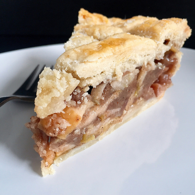 Quintessential_Apple_Pie_with_Bacon_Fat_Crust_42_640.jpg